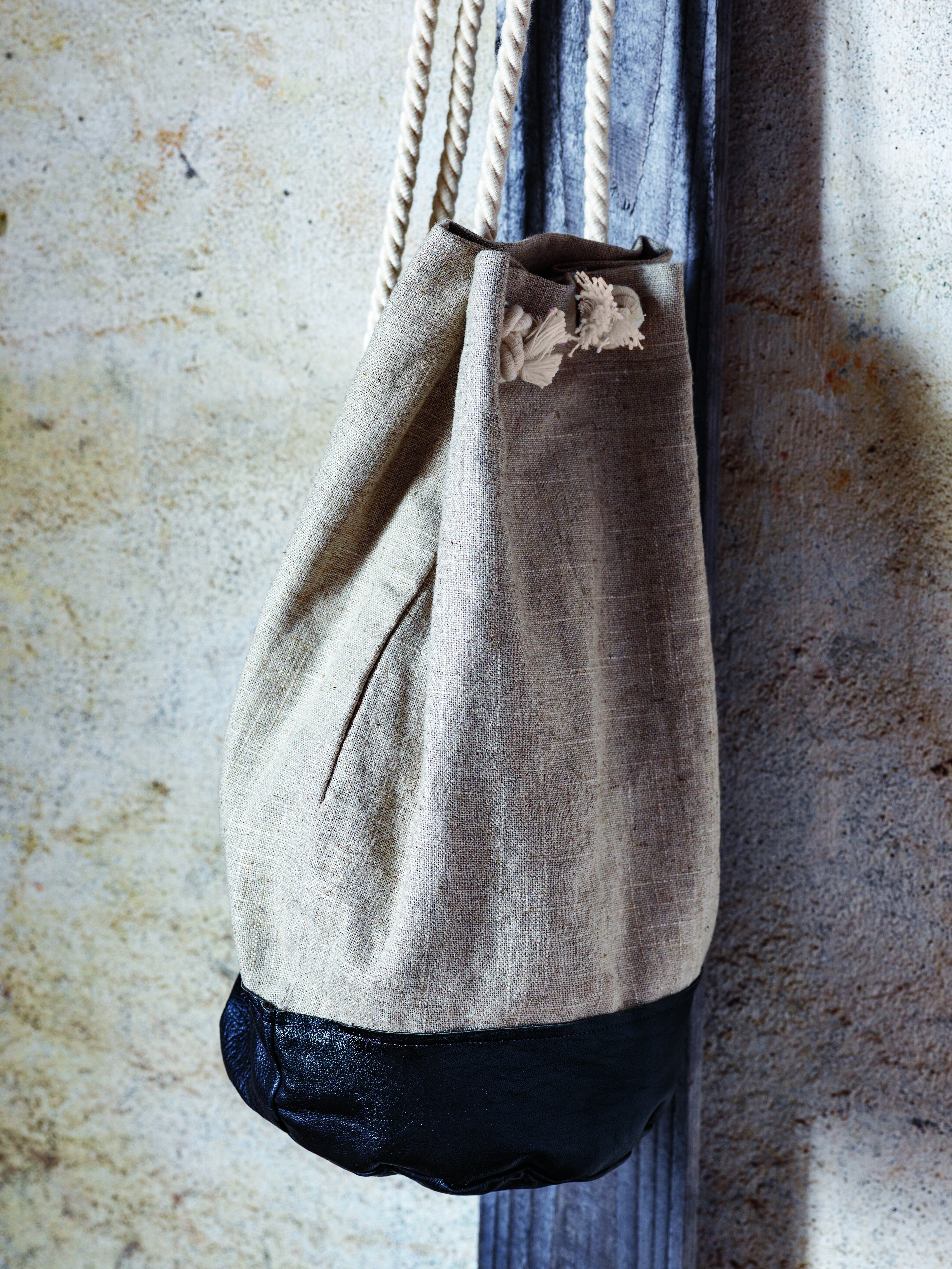 Fra gammel jakke til ny veske: Om gjenbruk av skinn og lær
